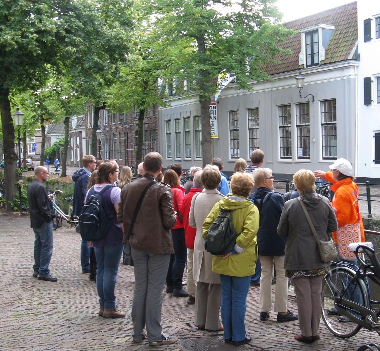 072608d92d-Stadswandeling met gids in Amersfoort Mondriaanhuis Grachtzijde.JPG