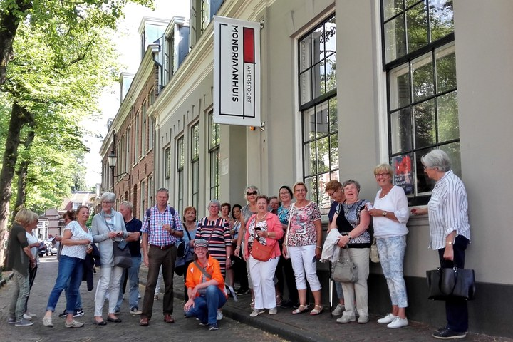 City walk plus visit to the Mondriaanhuis
