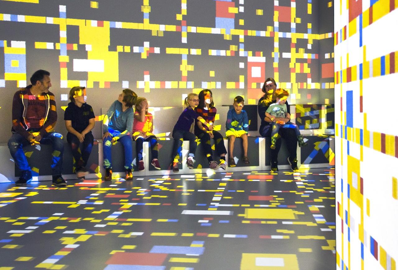 Kinderen bezoeken zaal New York
