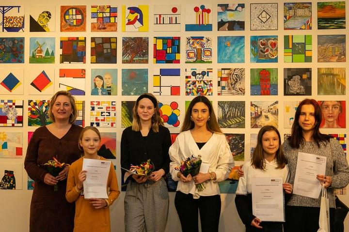 Eerste prijs schilderwedstrijd voor Liya Poyraz uit Den Haag