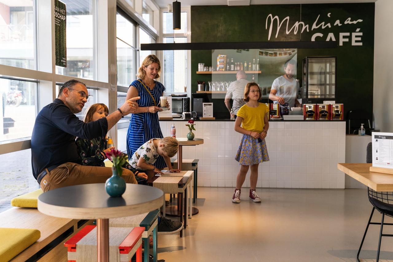 Mondriaanhuis - Bezoek Gezin - by Ralf Silvius-11b.jpg