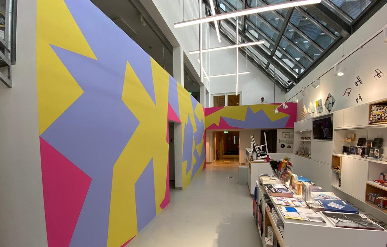 Entree van het Mondriaanhuis tijdens tentoonstelling Equilibrium