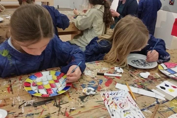 Kinderworkshop servies schilderen