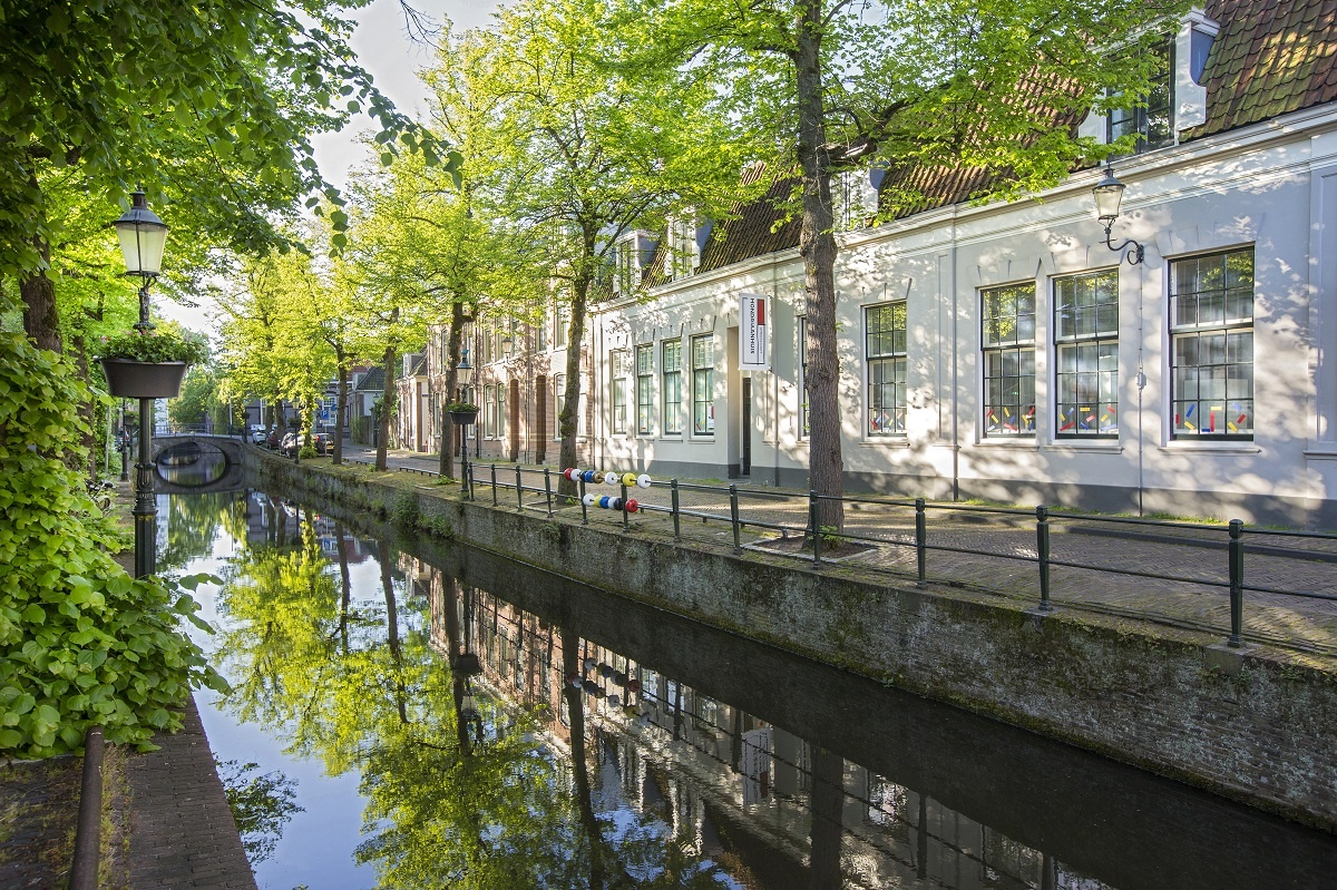 Kortegracht met Modriaanhuis- foto Wil Groenhuijsen medium.jpg
