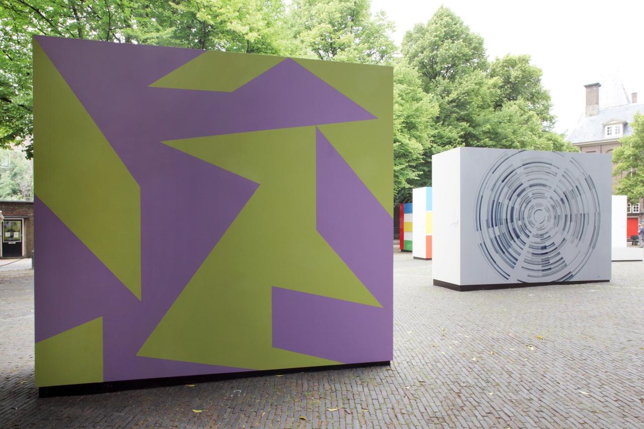 Henriëtte-van-t-Hoog-Equilibrium-III-2017-280x305-cm-Openlucht-Museum-De-Lakenhal-Leiden.jpg